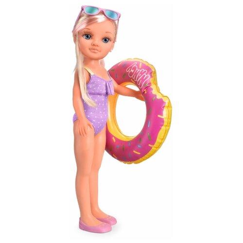 Кукла Нэнси в бассейне
