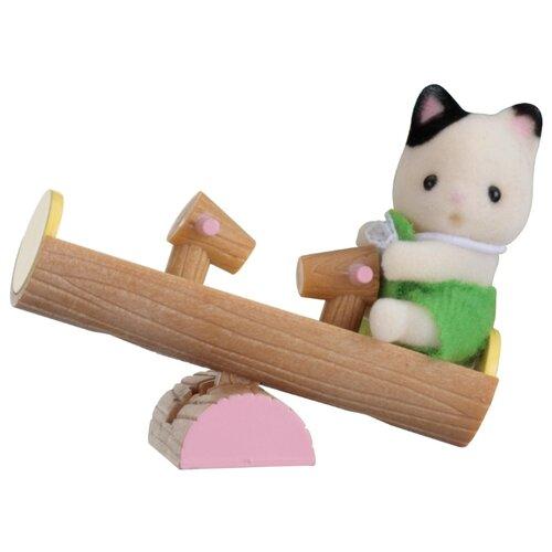 Купить Игровой набор Sylvanian Families Младенец в пластиковом сундучке - Котёнок на качелях 5205, Игровые наборы и фигурки