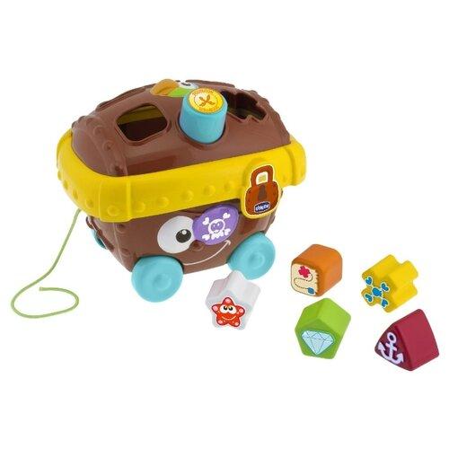 Купить Каталка-игрушка Chicco Пиратский сундук (5958) со звуковыми эффектами коричневый/желтый/голубой, Каталки и качалки
