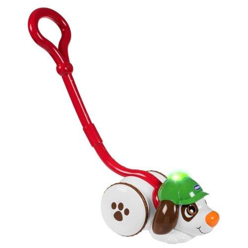 Купить Каталка-игрушка Chicco Собака-детектив (74170) со звуковыми эффектами белый/красный/коричневый/зеленый, Каталки и качалки