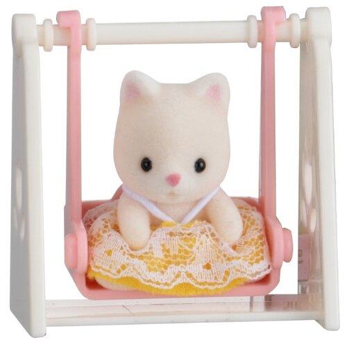Купить Игровой набор Sylvanian Families Младенец в сундучке (кошка на качелях) 5201, Игровые наборы и фигурки