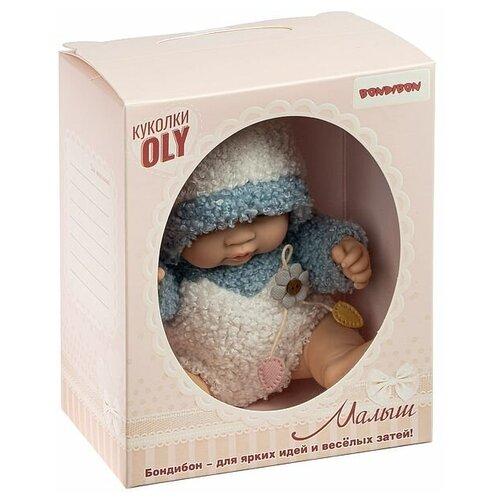 Фото - Кукла малыш Oly, Bondibon, размер 8, голубой костюм, ВОХ 17,8х14,5х10,3 см, арт. 226-6. мягкие игрушки bondibon кукла oly ника 26 см
