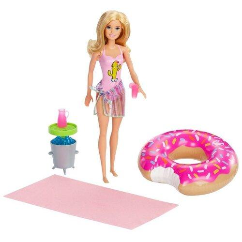 Фото - Игровой набор Mattel Barbie Семья Вечеринка в бассейне кукла с аксессуарами Блондинка GHT20 кукла mattel barbie скиппер няня в клетчатой юбке с малышом и аксессуарами grp11