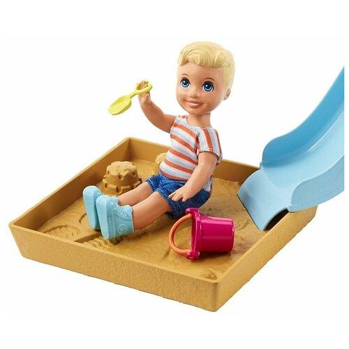 Фото - Кукла Barbie Скиппер Игра с малышом Блондин-мальчик и голубая горка, FXG96 кукла mattel barbie скиппер няня в клетчатой юбке с малышом и аксессуарами grp11