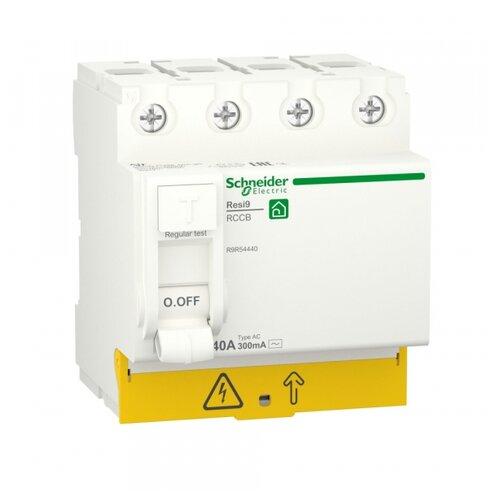 Фото - SE RESI9 Выключатель дифференциального тока (УЗО) 40А 4P 300мА тип AC выключатель schneider electric 11463 дифференциального тока узо 4п 40а 30ма вд63 ас серия домовой