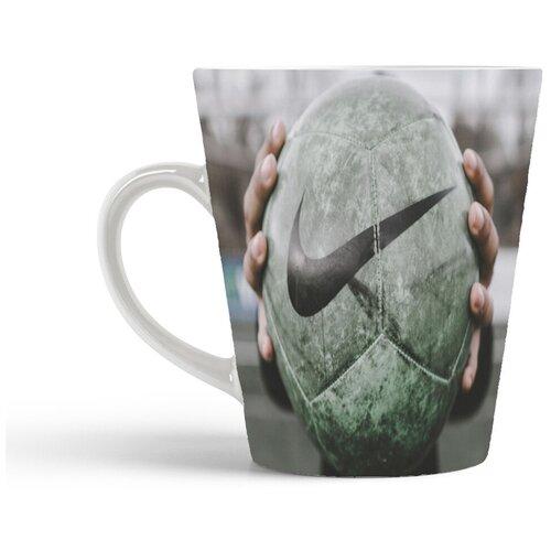 Кружка-латте CoolPodarok Футбол Футбольный мяч в руках Найк Серый