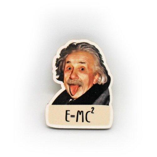 Значок деревянный PaperFox с надписью Эйнштейн. Пин бижутерия, брошь женская, детская для девочки, мальчику. Подарок сувенир женщине, другу, парню, маме, подруге, на день рождения коллеге, девушке, любимому мужу, физику, студенту, выпускнику. 42 Х 32 мм.