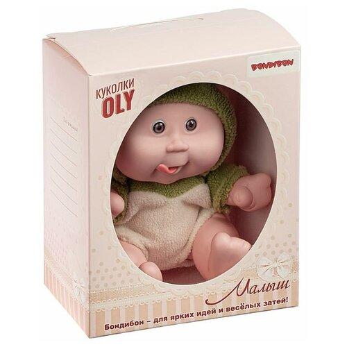 Фото - Кукла малыш Oly толстощёкий с улыбкой, Bondibon, размер 8, зелён.костюм, ВОХ 17,8х14,5х10,3 см, арт мягкие игрушки bondibon кукла oly ника 26 см