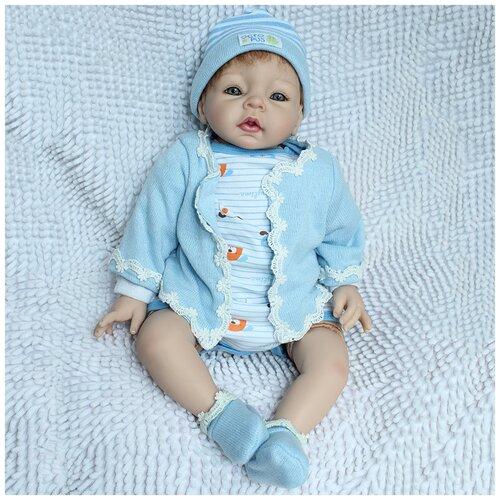 Reborn Kaydora Кукла Реборн мягконабивная (Reborn Cloth Body Doll 22 inch) Мальчик в голубом халатике в шапке (56 см)