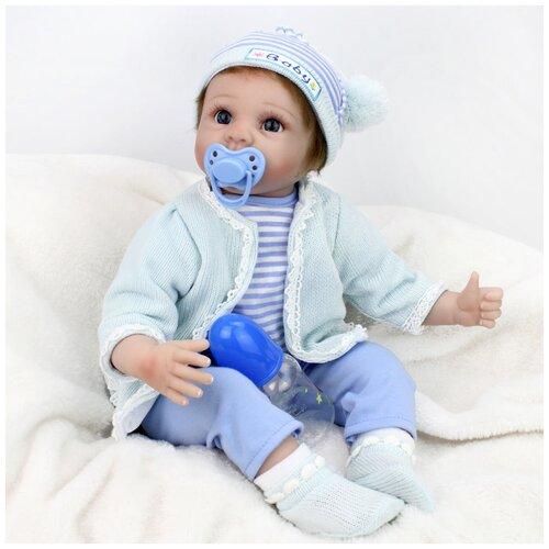 Reborn Kaydora Кукла Реборн мягконабивная (Reborn Cloth Body Doll 22 inch) Мальчик в голубом вязаном свитере (56 см)