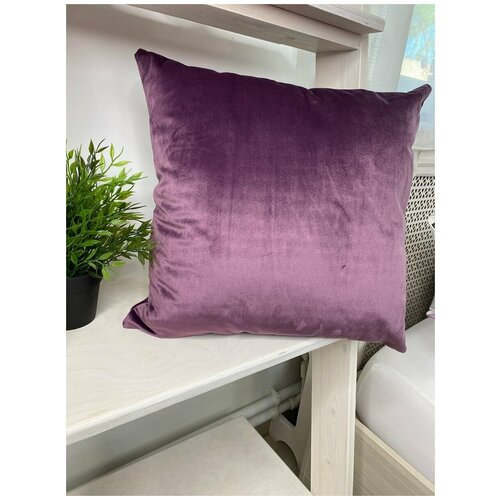 Подушка декоративная 40/40 из бархата,фиолетовая