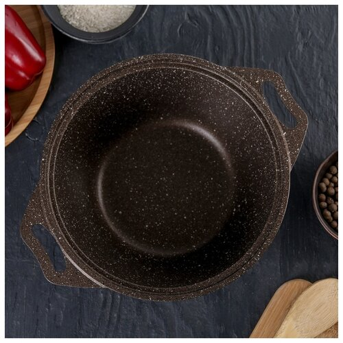 Кастрюля Kukmara 2 л, стеклянная крышка, антипригарное покрытие, кофейный мрамор сковорода d 24 см kukmara кофейный мрамор смки240а