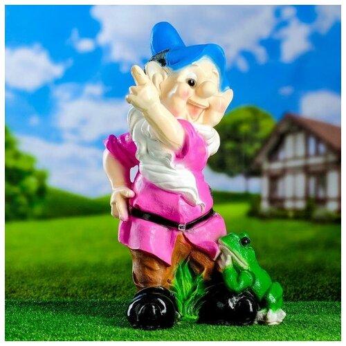 Садовая фигура Гном с лягушкой 20*27*50 см садовая фигура щенок с клубникой 20 х16 см 6255372