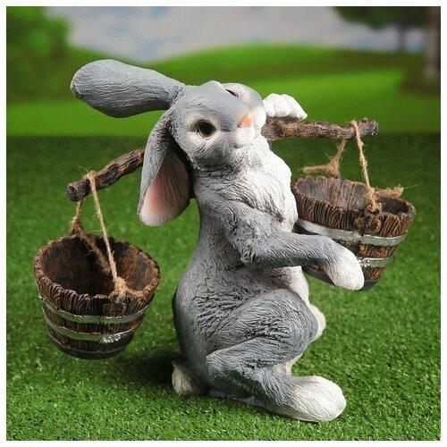 Садовая фигура Заяц с коромыслом H-35см 1360689 садовая фигура заяц с коромыслом h 35см