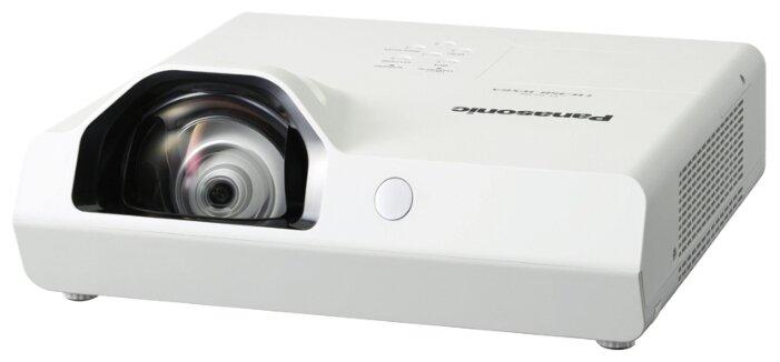 Panasonic PT-TW350 Короткофокусный LCD проектор, 3300 люмен, 1280x800, 16:10, 16000:1, 5000 ч, пр.отн. 0.46, зум 1, 3.80 кг., 28 дБ, Моно 10 Вт., верт.15 гр, гор.15 гр, HDMI, VGA, RCA, RCAx2, USB-A, USB-B, RS232, Белый