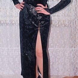 Платья - Эффектное вечернее чёрное платье из бархата, 0