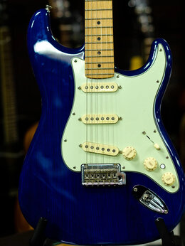 Электрогитары и бас-гитары - Электрогитара FENDER DELUXE STRAT MN SBT, 0