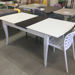Столы и столики - Стол белый, массив, пр-во Малайзия, 0