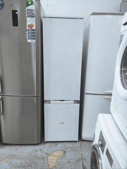 Холодильники - Встраиваемый холодильник комби Hotpoint-Ariston…, 0
