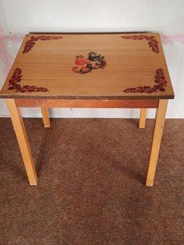 Столы и столики -     Столик деревянный. Ретро. СССР, 0