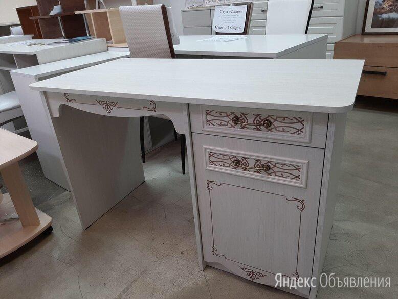 Стол письменный  по цене 4700₽ - Компьютерные и письменные столы, фото 0