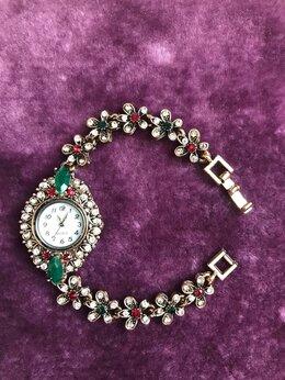 Наручные часы - Часы-браслет под серебро с камнями в вост. стиле, 0