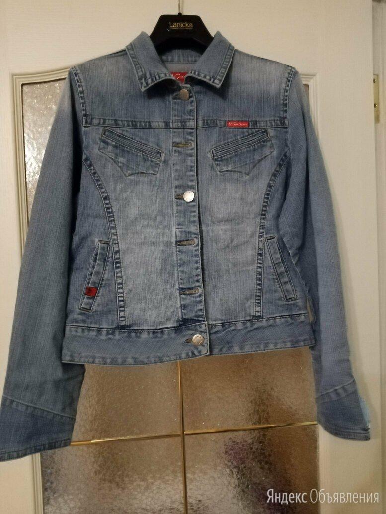 Продается джинсовая куртка по цене 300₽ - Куртки, фото 0