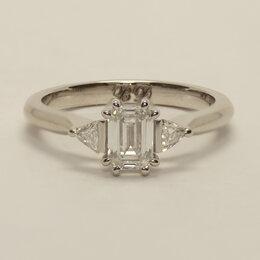 Кольца и перстни - Помолвочное кольцо с бриллиантом изумрудной…, 0