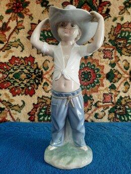 Статуэтки и фигурки - Фарфоровую статуэтку-Мальчик в самбреро-LADRO,, 0