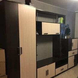 Шкафы, стенки, гарнитуры - Стенка в хорошем состоянии, вместительная, 0