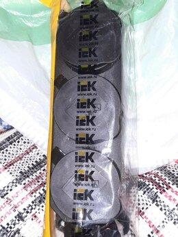 Электроустановочные изделия - Розетка трёхместная с защитными крышками, 0