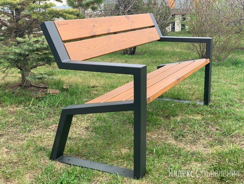 Скамейка садово-парковая с подлокотниками «Mountain» 1600 из термососны по цене 20250₽ - Скамейки, фото 0