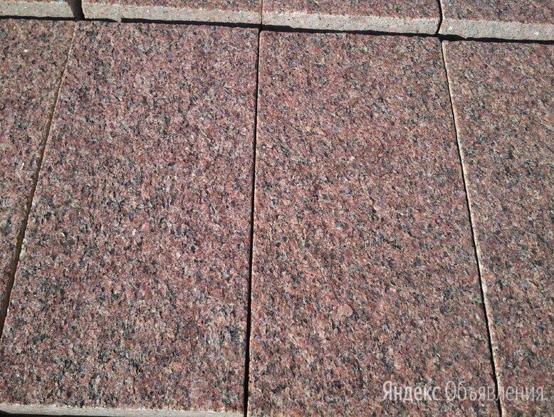 Плита гранитная красно-коричневая по цене 900₽ - Строительные блоки, фото 0