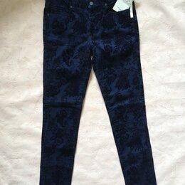 Брюки - Брюки джинсы женские тёмно-синие с бархатными цветами с биркой, 0
