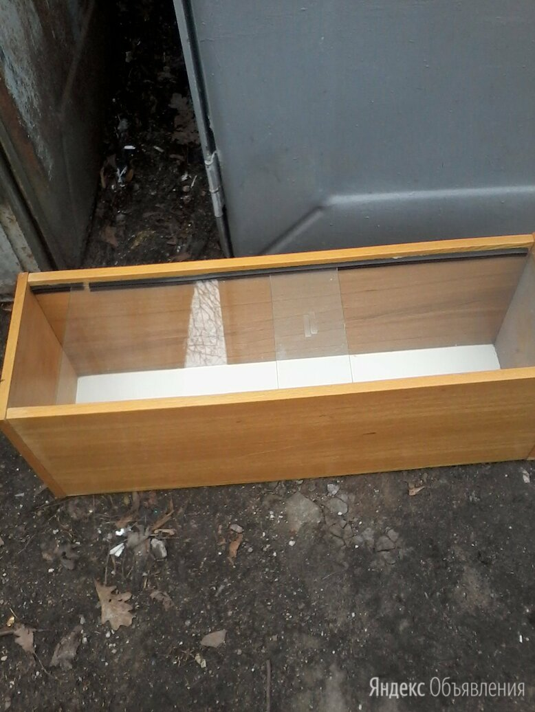 Полка книжная со стеклом  по цене не указана - Полки, фото 0