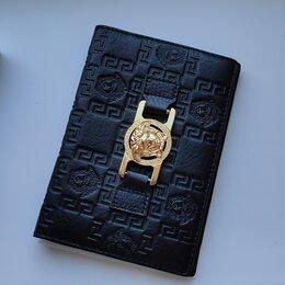 Обложки для документов - Кожаная обложка для паспорта Versace, 0