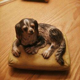 Статуэтки и фигурки - Статуэтка Собака на лежанке , 0