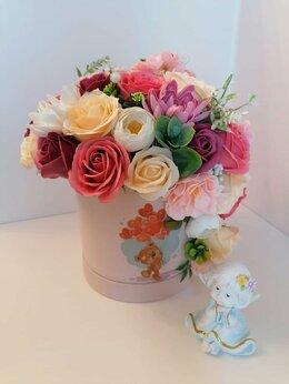 Искусственные растения - Букет цветов из мыла в шляпной коробке, 0