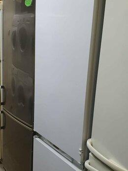 Холодильники - Встраиваемый холодильник Hotpoint-Ariston CISBCS…, 0