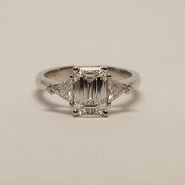 """Кольца и перстни - Шикарное кольцо с центральным бриллиантом огранки """"изумруд"""", 0"""