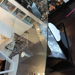 Столы и столики - Стол со стеклянной столешницей и квадратный стол, 0