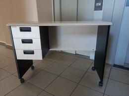 Компьютерные и письменные столы - Стол письменный на колесиках с 3 ящиками беленый…, 0