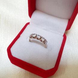 Кольца и перстни - Золотое кольцо с фианитами , 0