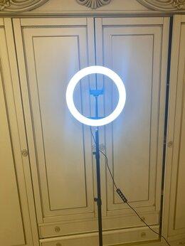 Осветительное оборудование - Кольцевая лампа много цветов 33см со штативом, 0