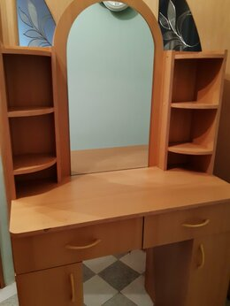 Столы и столики - Туалетный столик, б/у, 90 см, 0