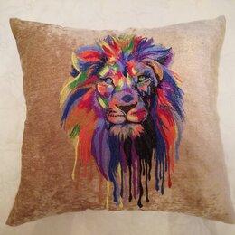 Декоративные подушки - Лев на светлом. Декоративная подушка с машинной вышивкой, 0