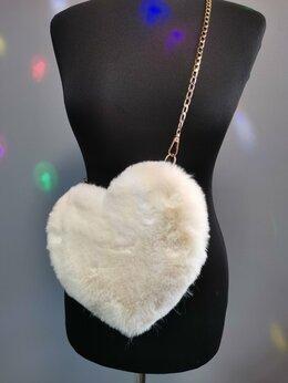 Клатчи - Меховая сумочка в виде Сердца бежевая, 0