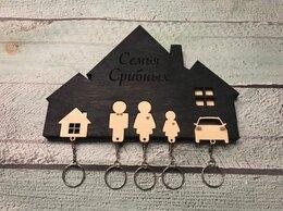 Настенные ключницы и шкафчики - Ключница настенная с 5 брелками и гравировкой, 0