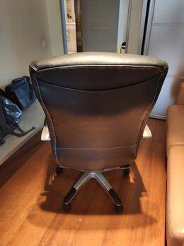 Компьютерные и письменные столы - компьютерное кресло б/у, 0