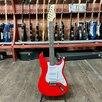 Электрогитара Ashtone ST-100 RD по цене 10880₽ - Электрогитары и бас-гитары, фото 1